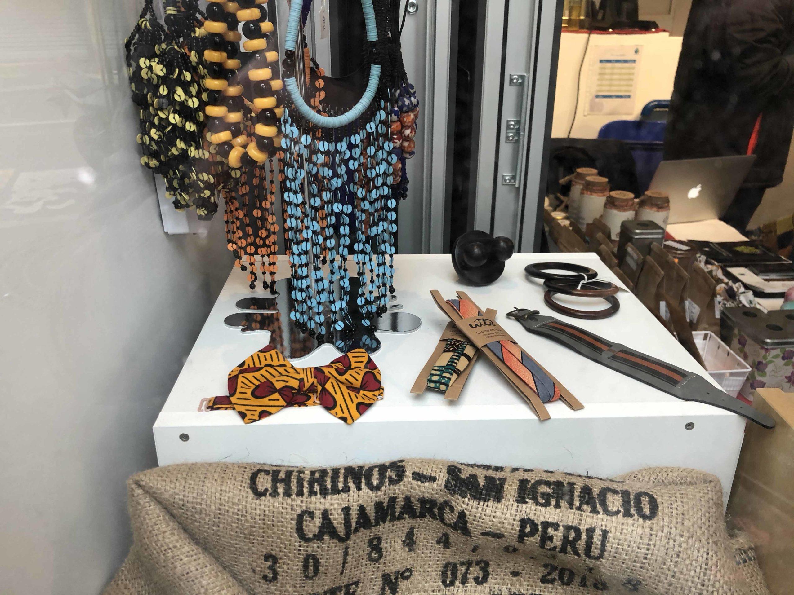 Bijoux africains, lacets en Wax