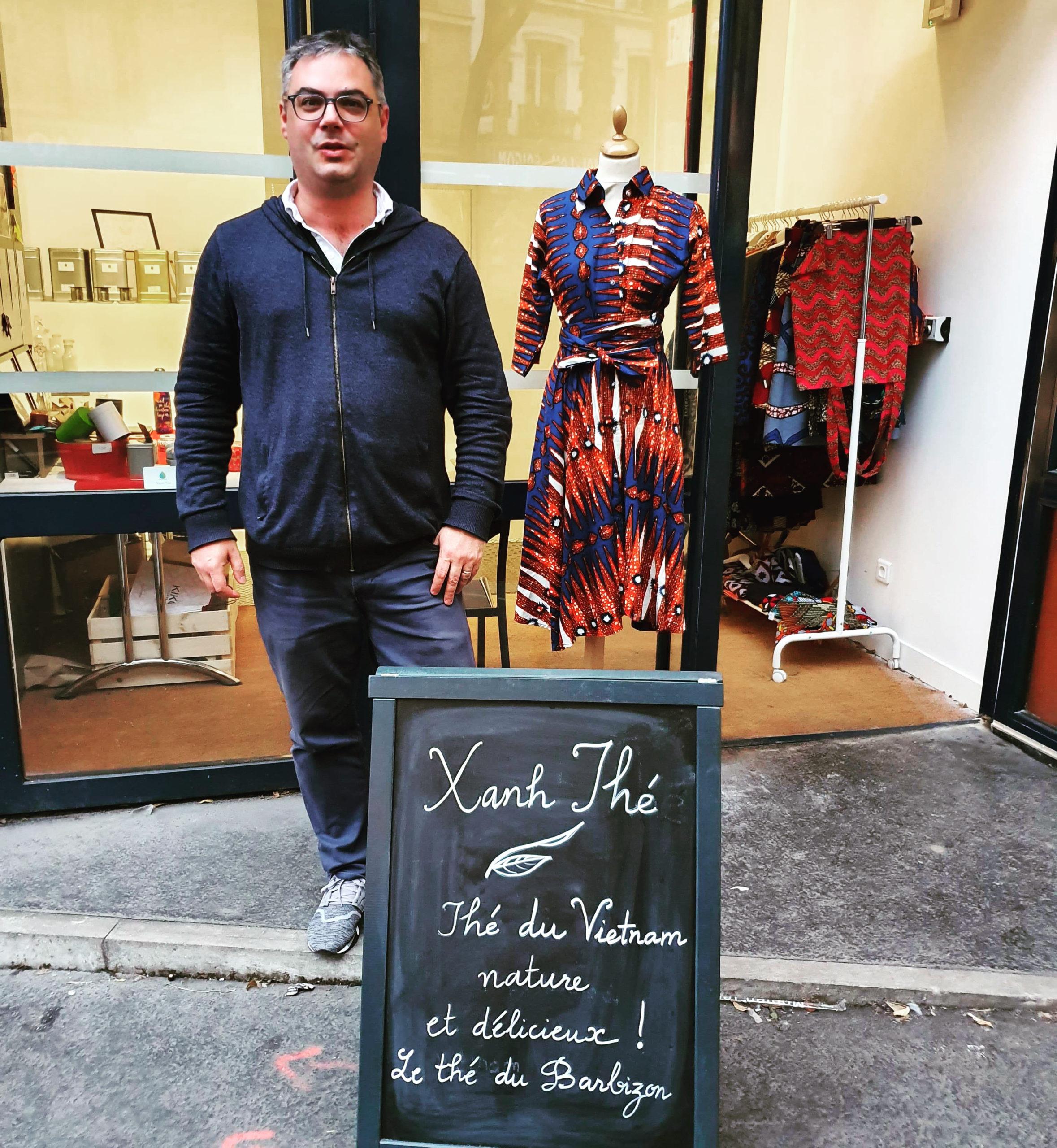 Yannis à l'ouverture du Barbi'Store