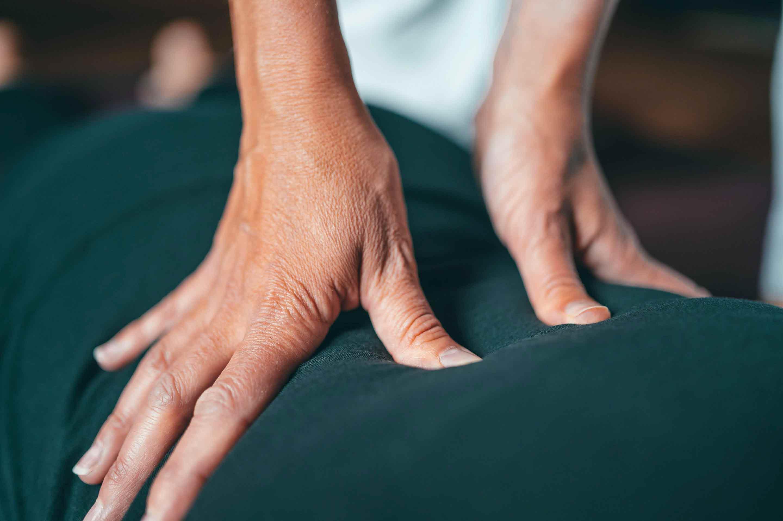 Massage Assis au Barbizon par les masseuses de ZEMASSAGE